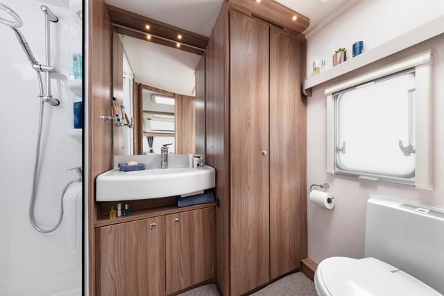 Badkamer Achterin Caravan : Sprite cruzer sr bij martens caravans te brummen gld